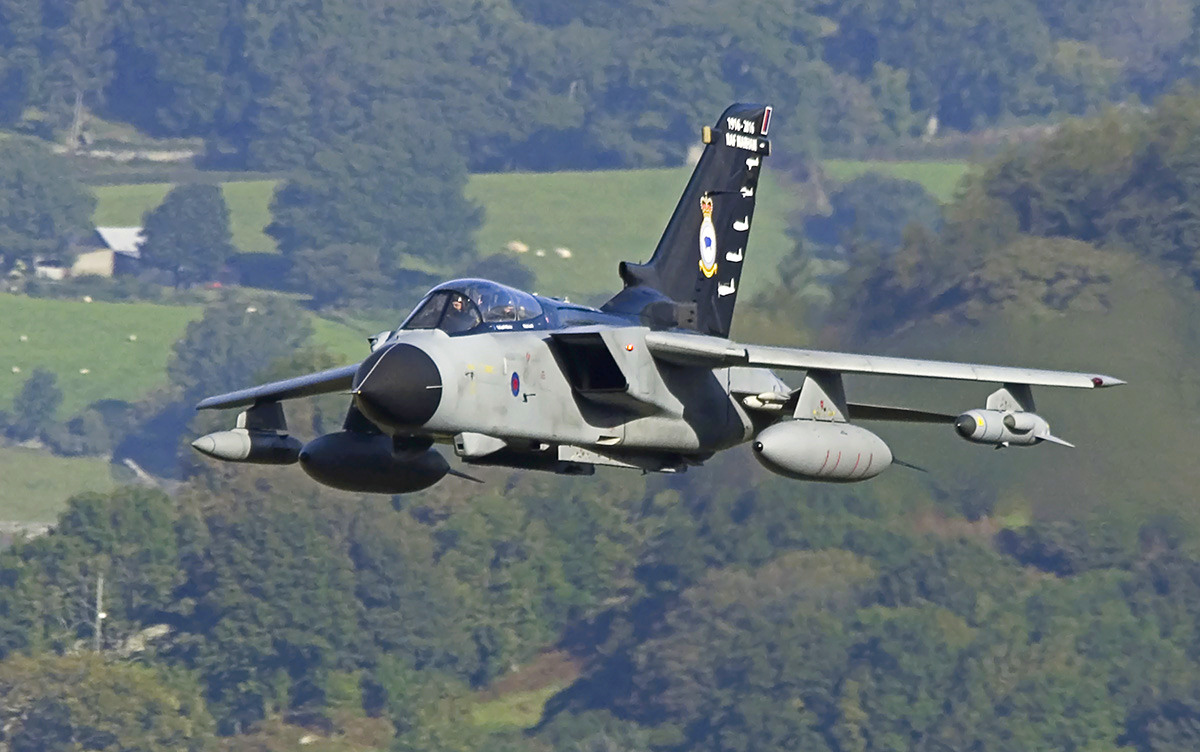 http://www.military-airshows.co.uk/photocomp/dec16/keithg.jpg