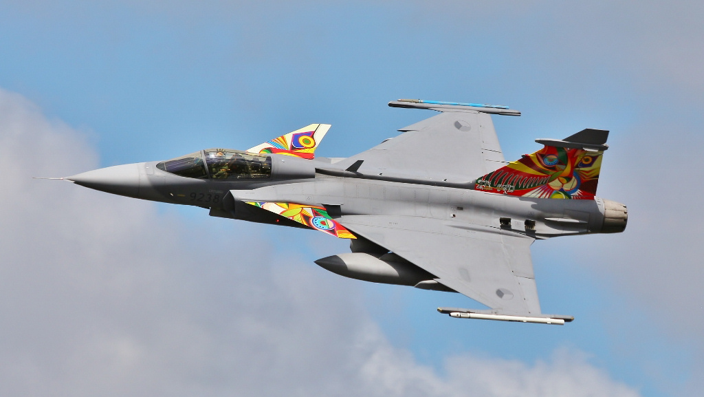 http://www.military-airshows.co.uk/photocomp/jan19/peterbu.jpg
