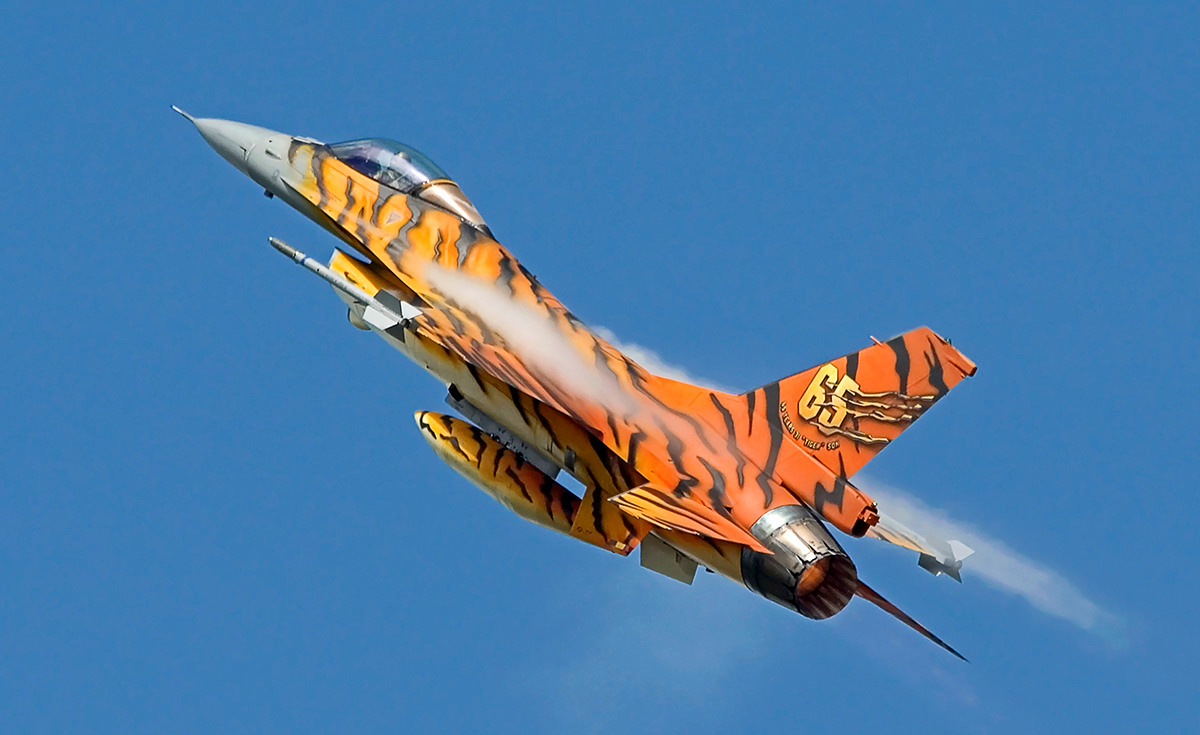 http://www.military-airshows.co.uk/photocomp/may18/keithg.jpg