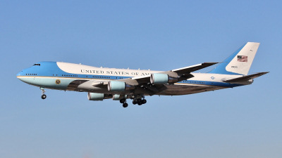 Photo Competition - Air Force 1 on short-finals at LAX taken last year, with my trusty companion, Canon EOS700D, and 70-300 IS USM lens! - Peter Busby