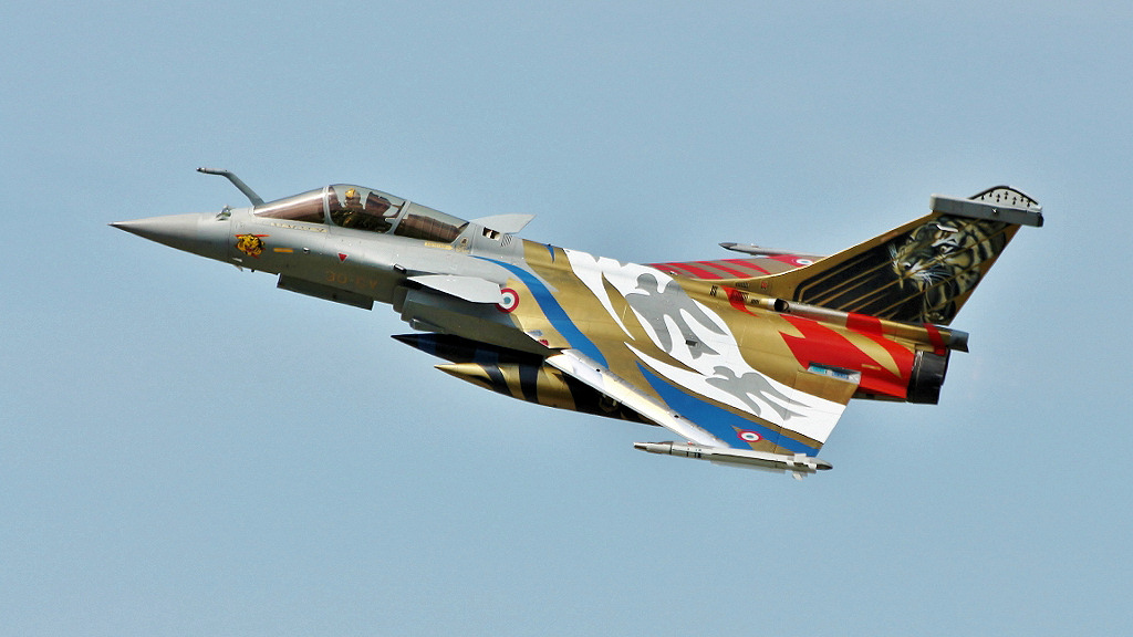 http://www.military-airshows.co.uk/photocomp/sep18/peterbu.jpg