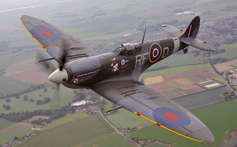 http://www.military-airshows.co.uk/press14/bbmfspitfire.jpg