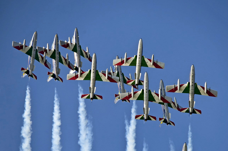 http://www.military-airshows.co.uk/press14/mb339-freccetricoloriitaly-rc_dsc1803-1med.jpg