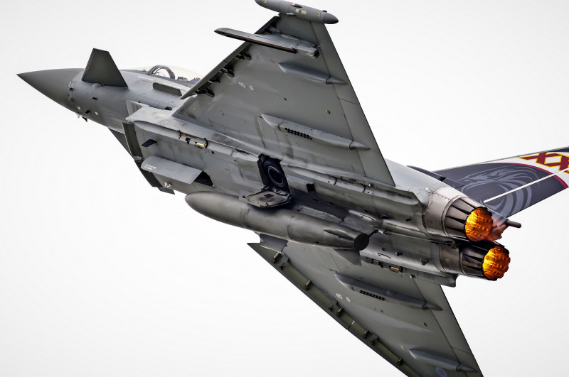http://www.military-airshows.co.uk/press15/typhoon.jpg