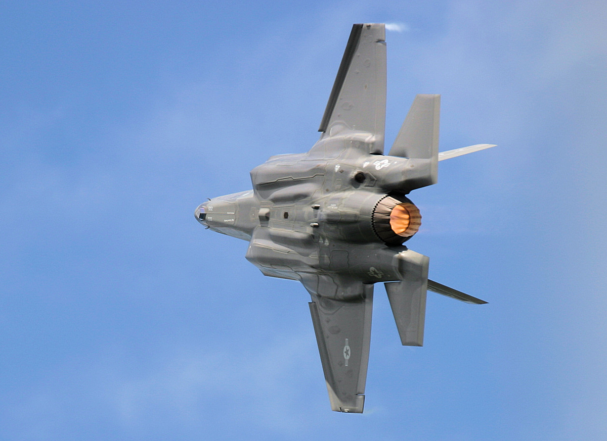 http://www.military-airshows.co.uk/press16/f-35/img_1310.jpg