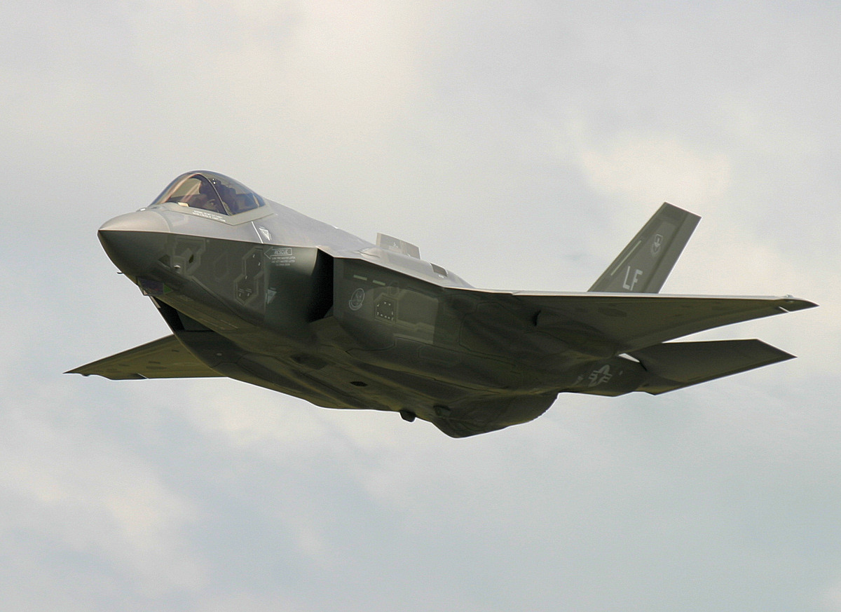 http://www.military-airshows.co.uk/press16/f-35/img_1323.jpg