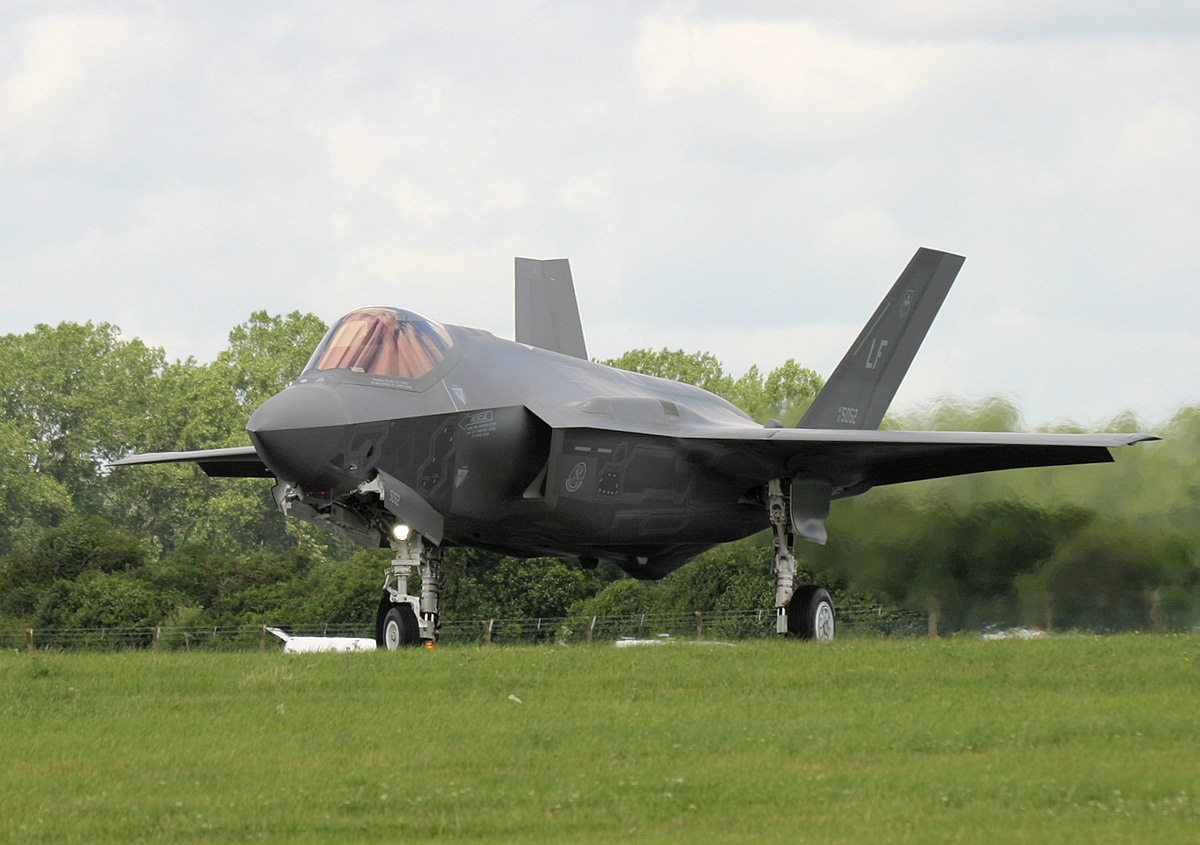 lockheed martin f 35 lightning ii aircraft deploy to the uk military airshows news press. Black Bedroom Furniture Sets. Home Design Ideas