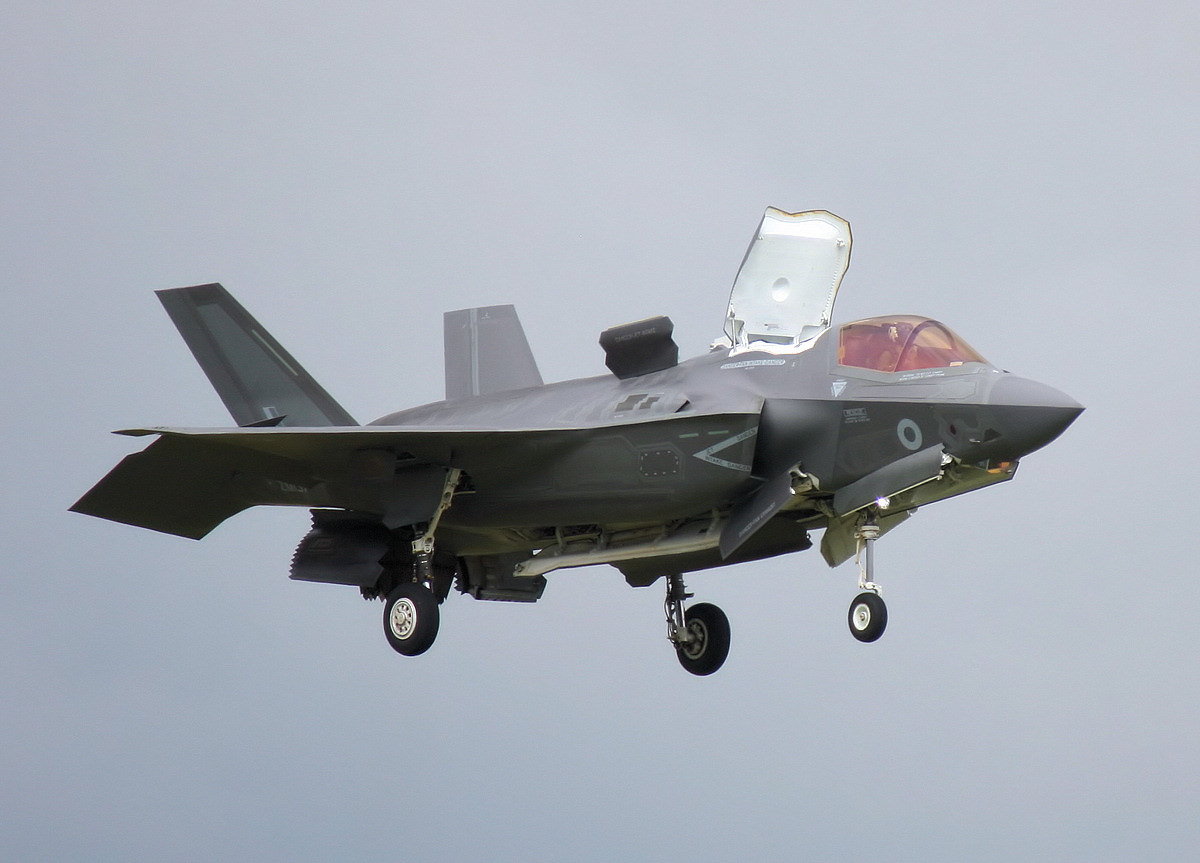 http://www.military-airshows.co.uk/press16/f-35/img_3438.jpg