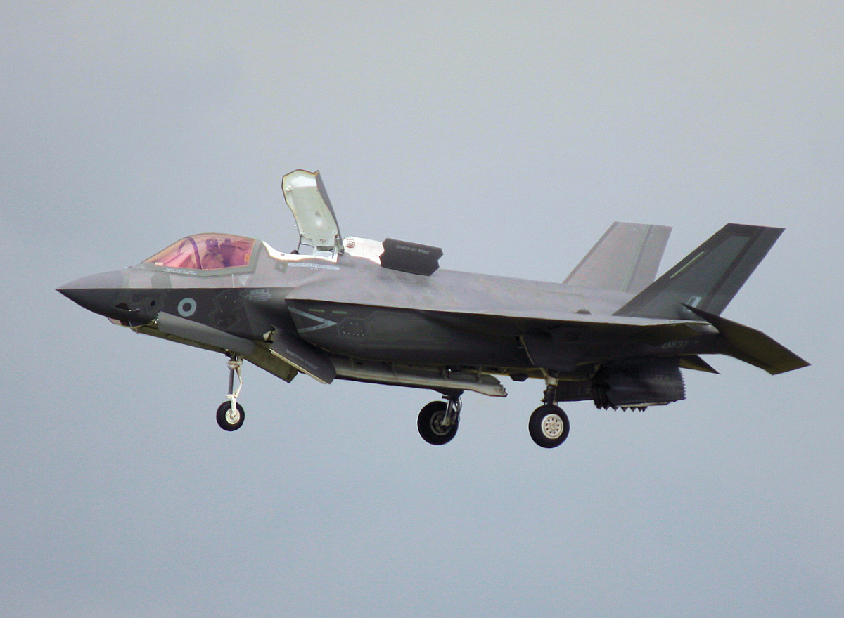 http://www.military-airshows.co.uk/press16/f-35/img_3467.jpg