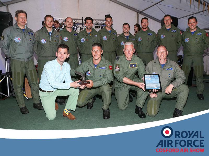 http://www.military-airshows.co.uk/press17/as17_hartreememtrophy_crown.jpg