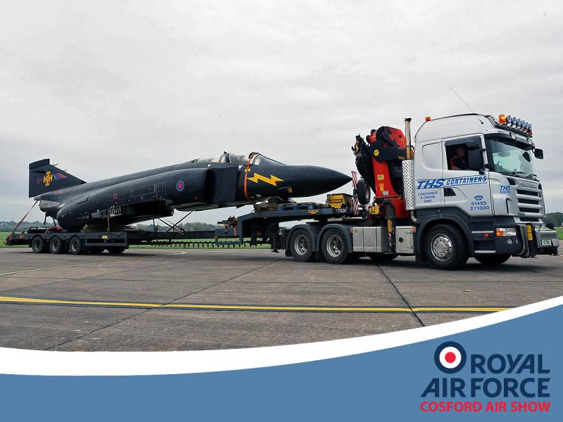http://www.military-airshows.co.uk/press17/phantom_blackmike_03_crown.jpg