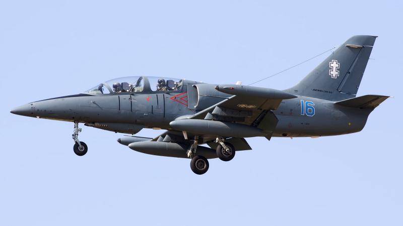 https://www.military-airshows.co.uk/press18/l-39albatrosshaunschofield.jpg