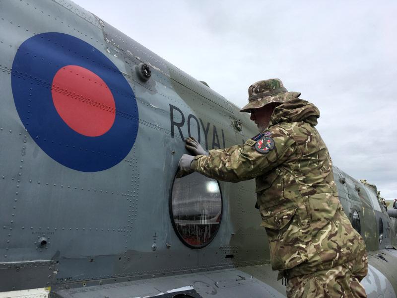 https://www.military-airshows.co.uk/press19/14.06.19_dtep_chinookza717.jpg