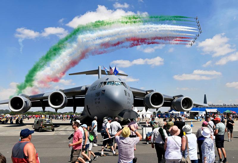 https://www.military-airshows.co.uk/press19/freecetricolori.jpg
