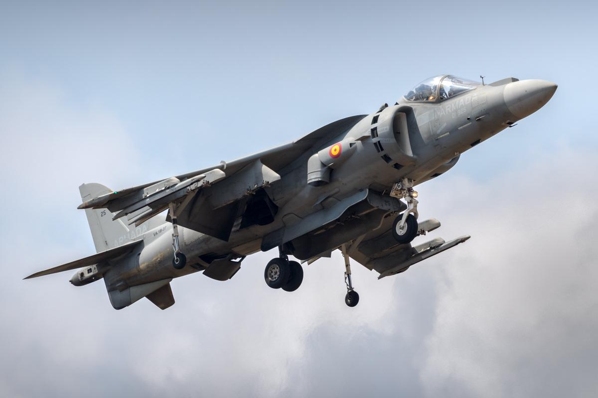 https://www.military-airshows.co.uk/press19/spanishnavyav8b-jakubzurek.jpg
